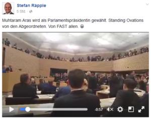 Räpple findet es nicht nur gut, dass sich niemand erhebt, er kennt auch den Namen der Landtagspräsidentin nicht.